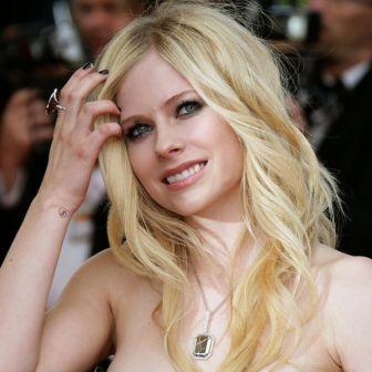 Avril Lavigne rubio platinado