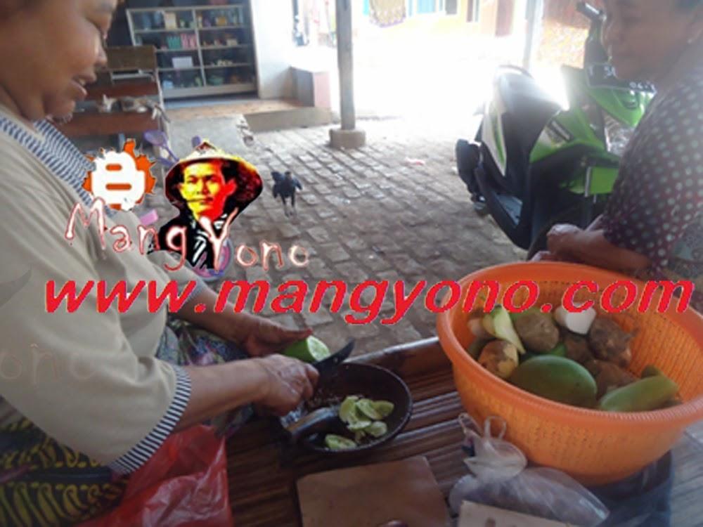 Penjual Gobed / Rujak Ulek keliling di Pagaden Barat.
