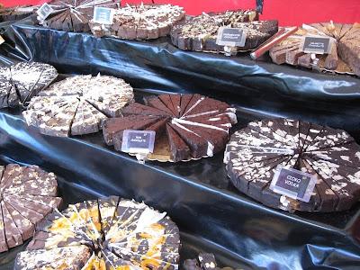 Cakes of Italian nougat segments
