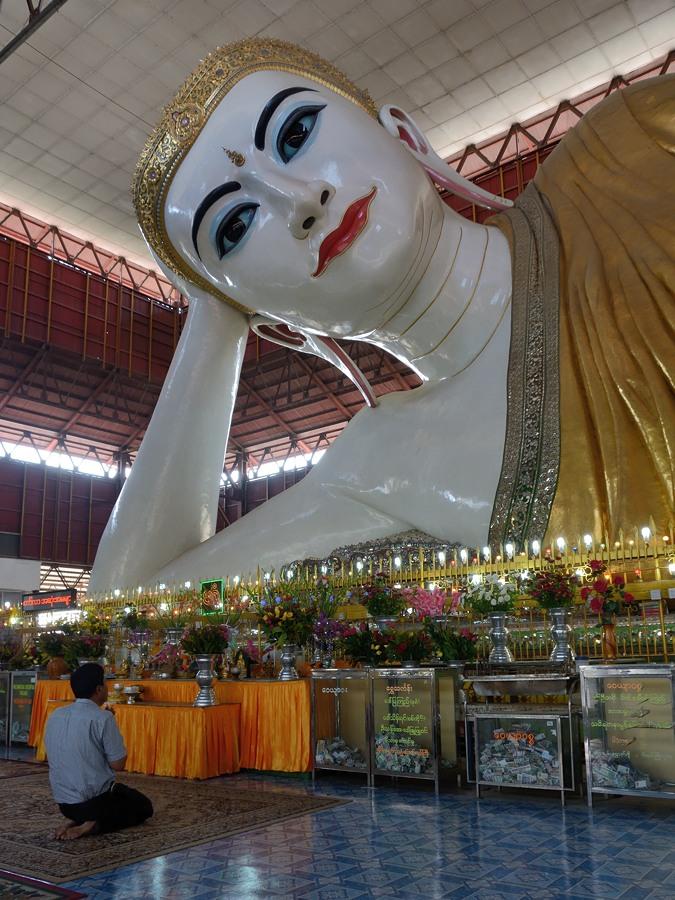 Recllning Buddha at Chaukhtatgyi Pagoda in Yangon