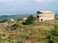 En primer terme La Pinosa, i al fons a l'esquerra Rocabruna