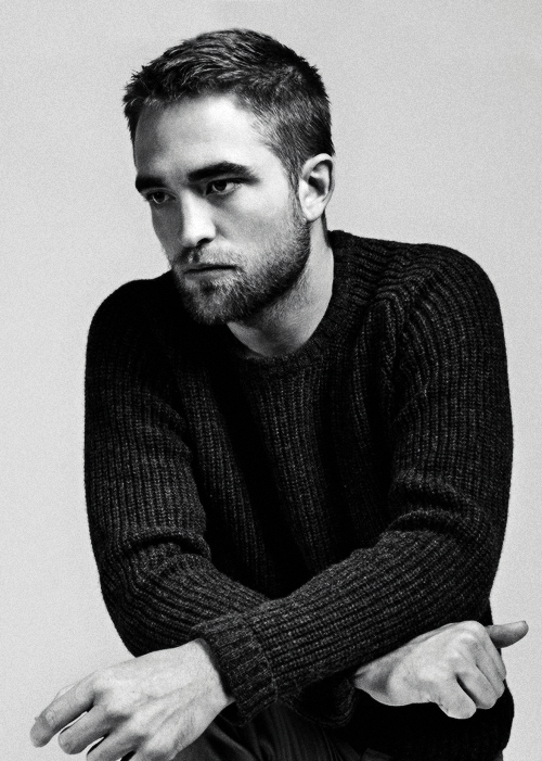 Robert Pattinson posando