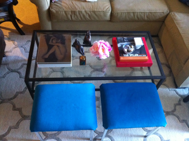 Living room before and after, Coffee table before and after, before and after, coffee table style, coffee table styling, coffee table design, coffee table vignette, patterned pillows, bench seats, velvet bench seats, turquoise bench seats, small l-shape couch, trellis rug, lattice rug, Side table vignette, horn lamp, sheep skin throw, pink flowers, pink peonies, coffee table books, brown club chair, glass knot, iron and glass coffee table, living room design, made her look, madeherlook.net, madeherlook.blogspot.com