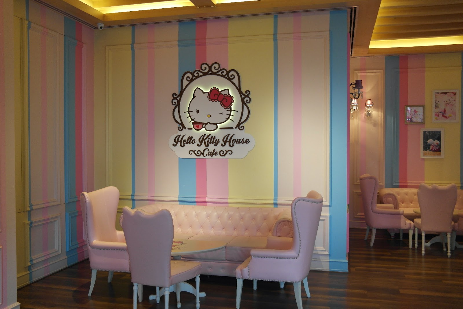 Hello kitty dining room - Heard From My Friend That Weekdays Early Afternoon Its Always A Good Time To Come Hello Kitty Cafe Because There Are Lesser People
