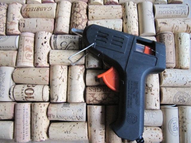 Sew many ways tool time tuesdaywine cork backsplash for Wine cork backsplash diy