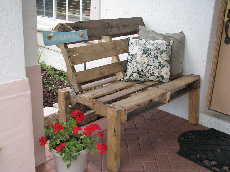 Bench Made From Wood Pallets