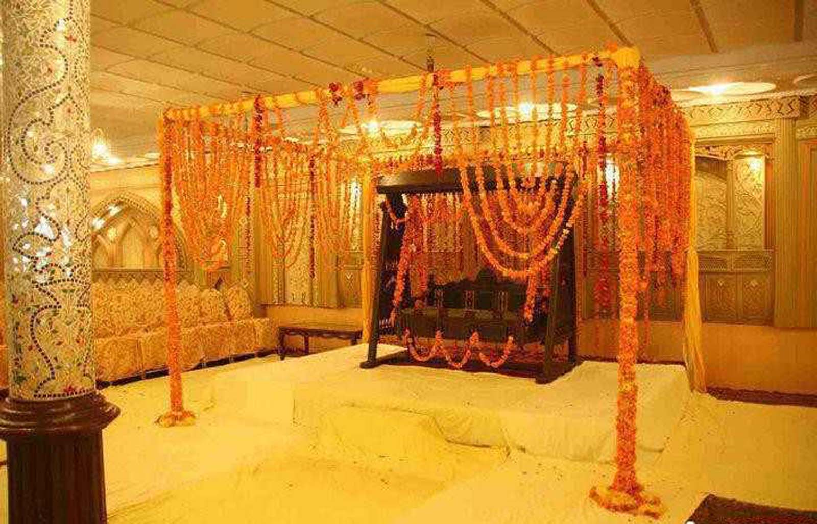 Bengali wedding guide gaye holud or turmeric on the body for Decoration decoration
