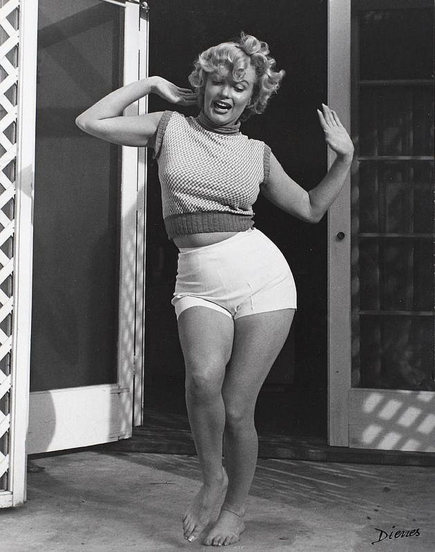 Interesting B Amp W Portraits Of Marilyn Monroe In Short At Home 1953 Vintage Everyday