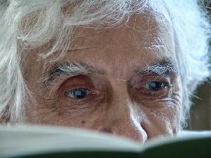 """António Ramos Rosa, o escritor que """"iluminou a poesia portuguesa""""."""