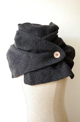 Modello a maglia gratuito in italiano stola con bottone