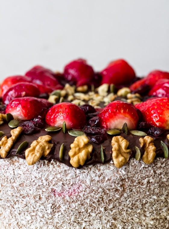 Торта с ягоди сметана и шоколад