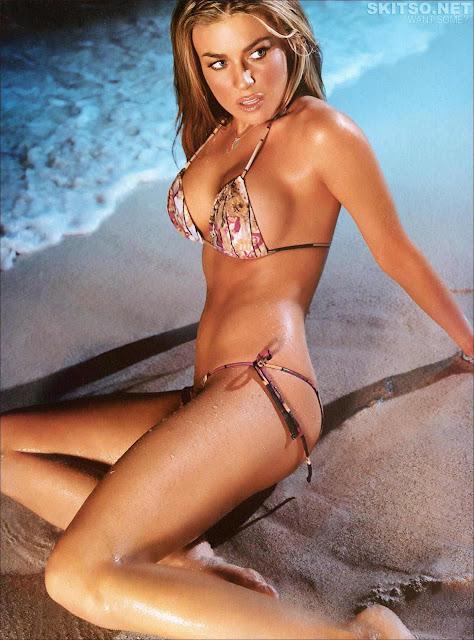 Carmen Electra sexy in swimsuit