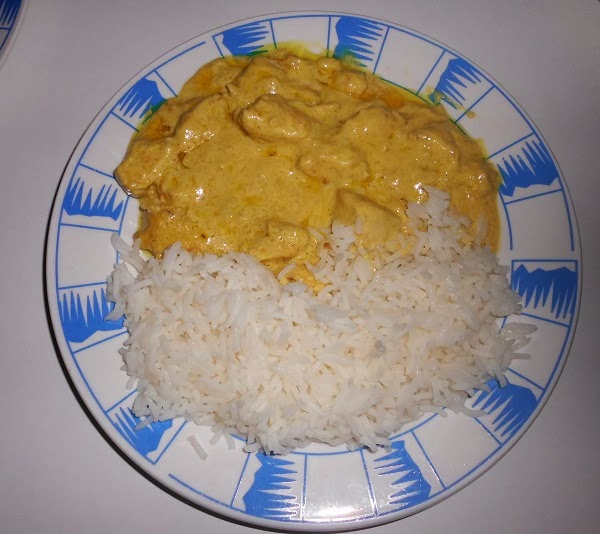 Pollo al curry con arroz basmati sundari