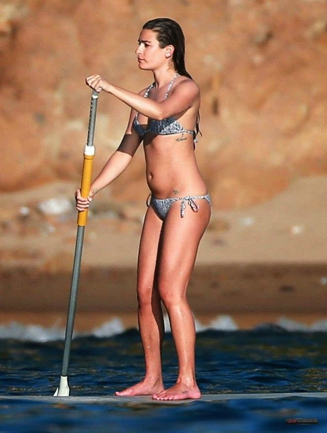 In a modern romance! Lea Michele toned up her actress figure in a snake bikini as she looked more competent while playing a paddle boarding with boyfriend on Saturday, January 3, 2015.