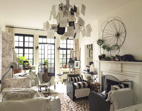 Chinoiserie Chic: Black and Chinoiserie