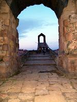 El Pont del Diable des de l'arc de triomf romà