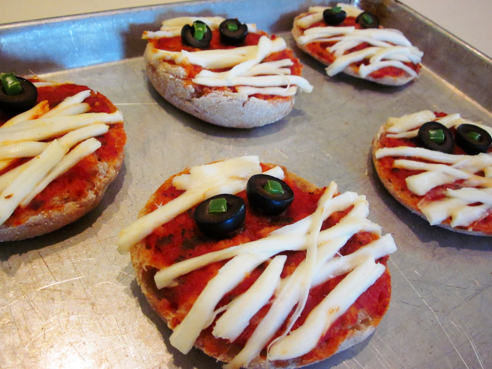 mummies image spooky pizza mummies pizza mummies mummy mini pizzas ...