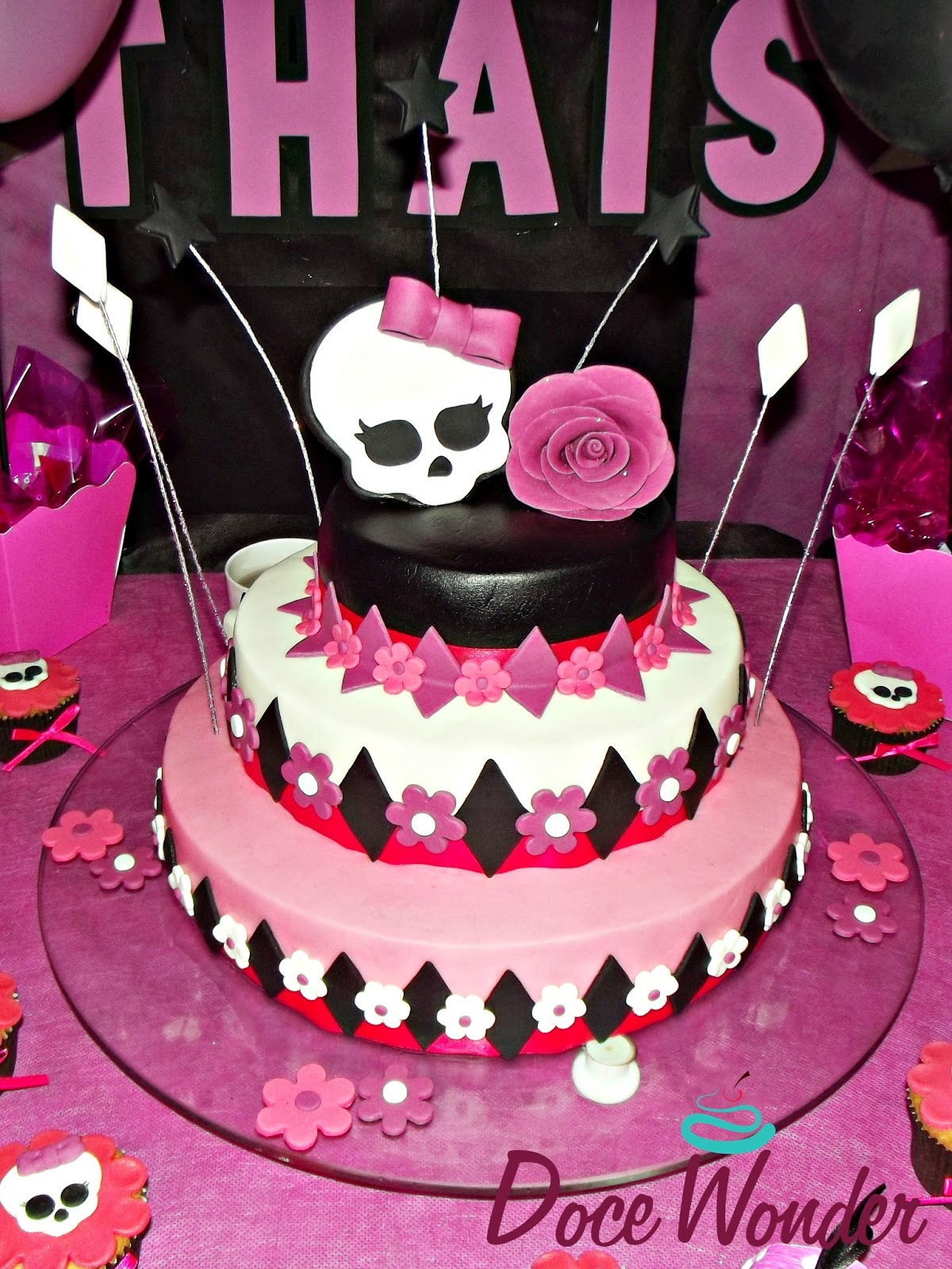 Bolo E Cupcakes Monster High