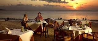 romantic dinner in Jimbaran beach, romantic holiday