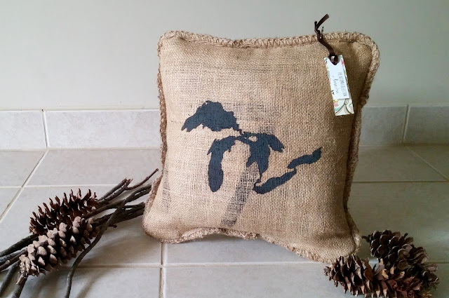 Great Lakes burlap pillow - linaandvi.blogspot.com