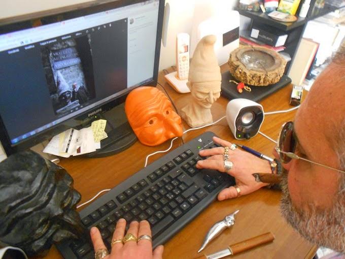 Antonio Pulcinella @ computer desk