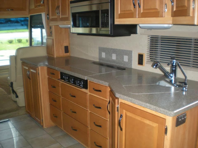Debi's Itasca Suncruiser RV Kitchen