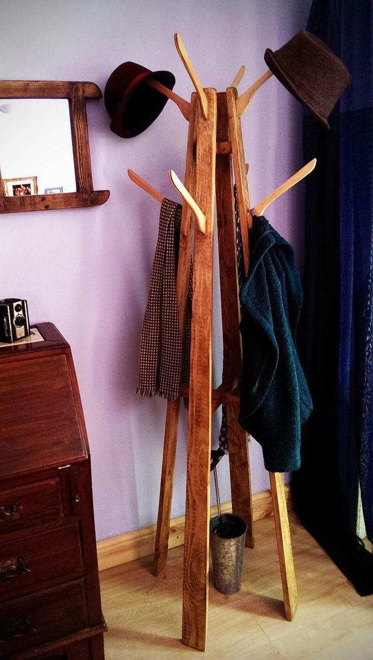 Cabideiro Reutilize madeira e cabides