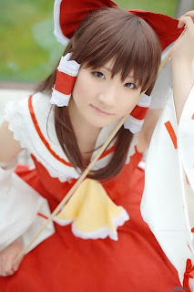 Kishigami Hana cosplay as Hakurei Reimu from Touhou Project