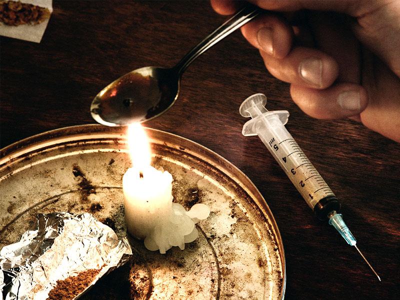 Narkoba merupakan singkatan dari narkotika danobat/bahan berbahaya