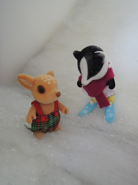 Sylvanian Families Underwood Badgers Moss Reindeer skiing snow winter christmas