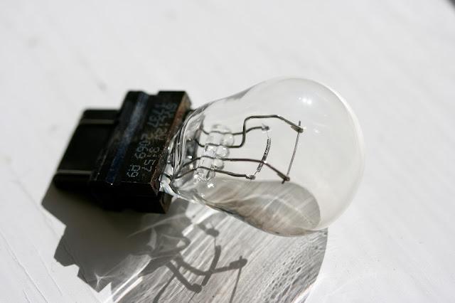 3157 taillight bulb