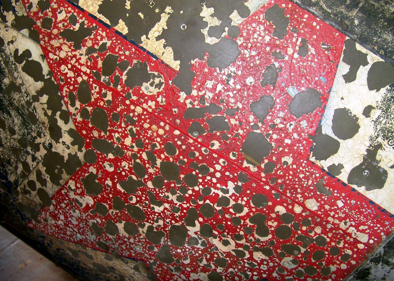 Красная звезда СССР - патриотический символ, облупившаяся краска