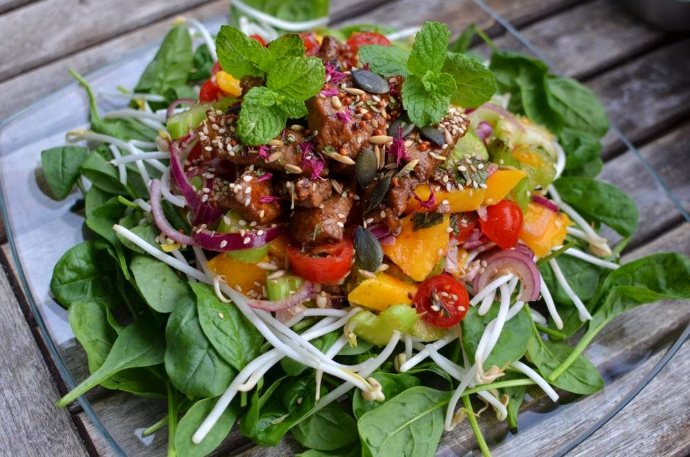 Recipe Spicy salad with marinated pork