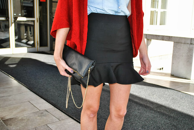 zara pencil skirt with ruffle, frill skirt, volant skirt, cardigan, black skirt, ruffle skirt, zara skirt, pointy heels, kitten heel, h&m clutch bag, oxblood cardigan, denim shirt, ljubljana, fashion trend, trendy skirt, blogger skirt, fashion blogger