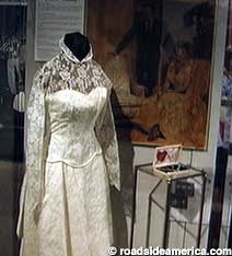 A blog about lucille ball and desi arnaz november 2012 for Lucille ball wedding dress