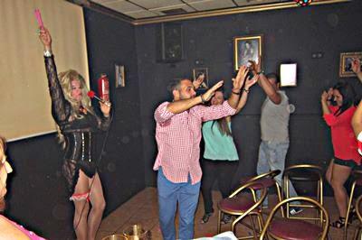 Show Drag queen Gabrielle para inauguración de local en Miguel Esteban