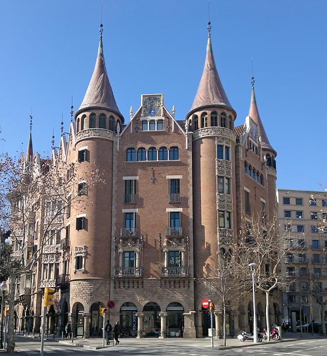 Barcelona modernista casa de les punxes - Casa de las punxes ...