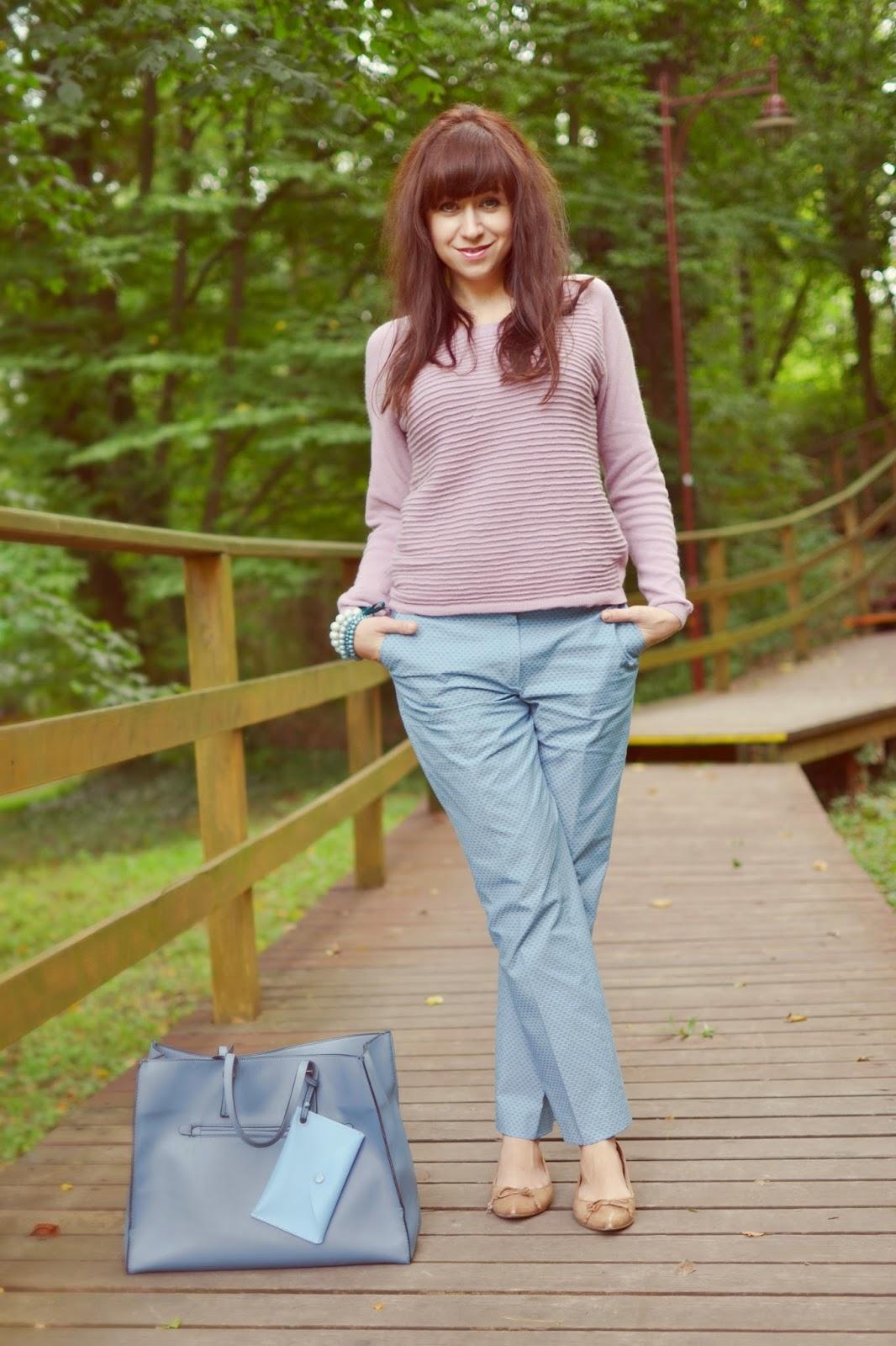 Obliekaš sa tak ako sa cítiš?_Katharine-fashion is beautiful_Bledomodré nohavice_Ružový pulóver_Katarína Jakubčová_Fashion blogger