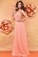 rochie care sa iti evidentieze feminitatea