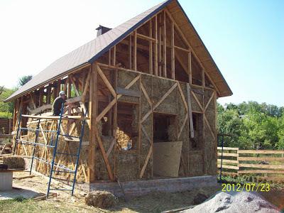 дом утепленный соломой в пригороде Полтавы.