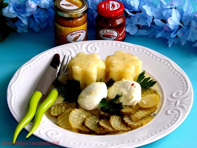 Sos musztardowo - chili z jajkiem i Sałatką Szwedzką .