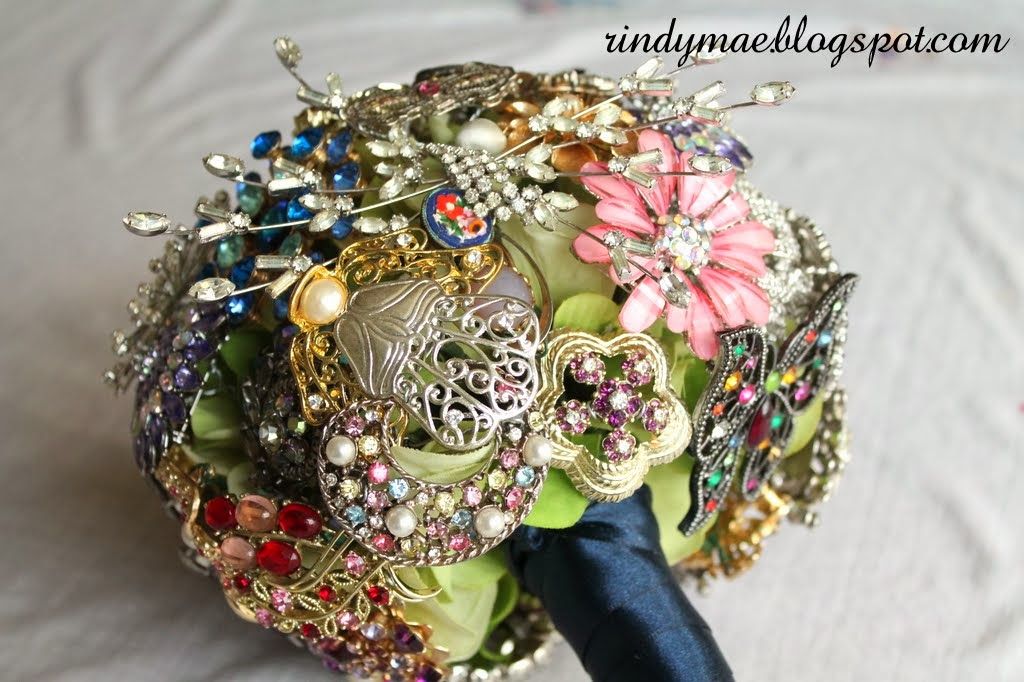 Rindy Mae: DIY Brooch Bouquet