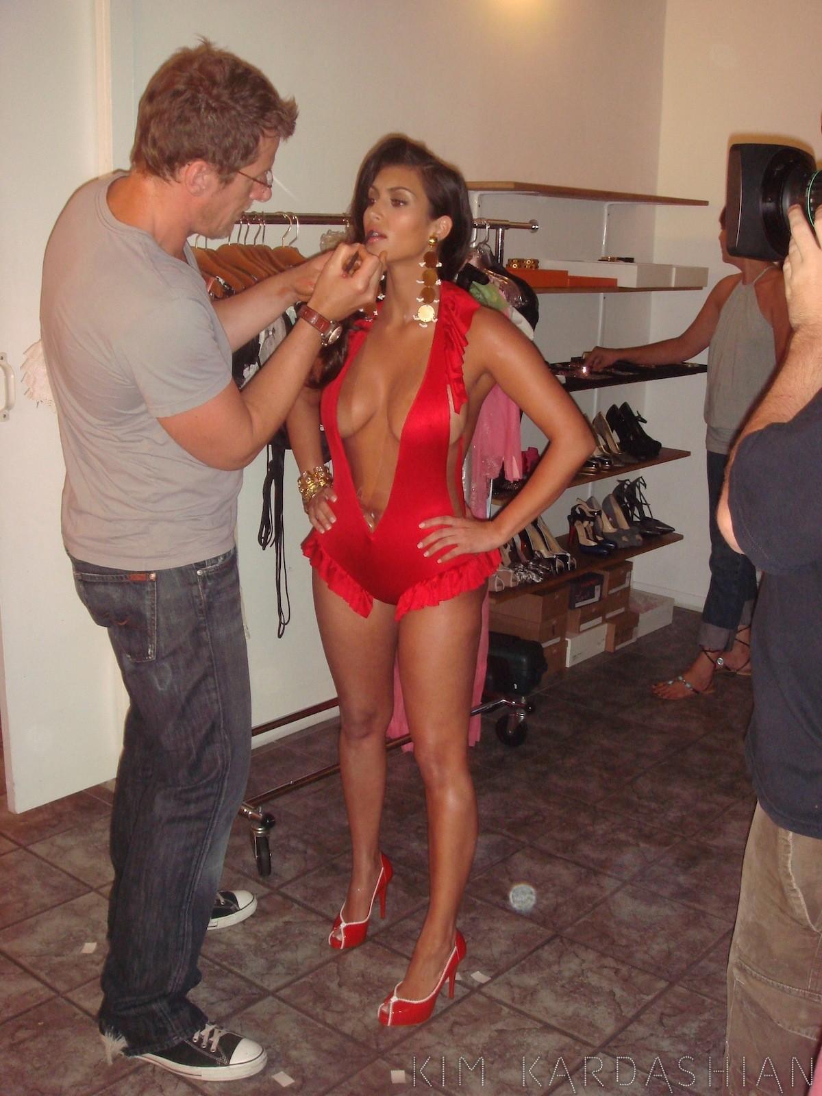 http://2.bp.blogspot.com/-bLAHB0FoPmo/UDHk7GT5OtI/AAAAAAAA7vo/OHX9b7KNeKo/s1600/Kim-Kardashian03.jpg