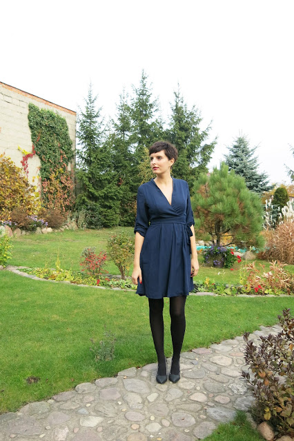 Granatowa sukienka - SheIn.