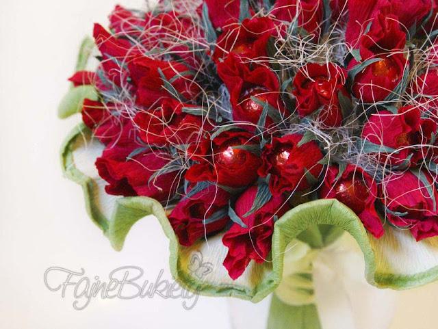 bukiet z cukierków czekoladek róże