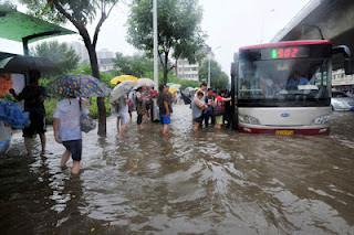 Evacuan más de 40 mil personas por inundaciones en China