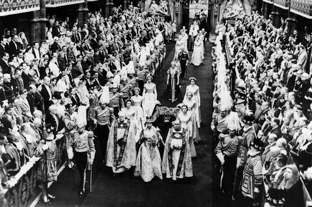 http://2.bp.blogspot.com/-bLhhtHCygbs/Uaxk_Jk7IFI/AAAAAAAARQY/YrlkWyADl4A/s640/SUNDAY-MIRROR-ONLY-Queen-Elizabeth-II-is-crowned-in-Westminster-Abbey.jpg