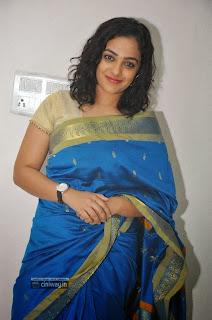 Nithya-Menon-Stills-in-Saree-at-Malini-22-Vijayawada-Audio-Release