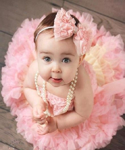 Photos de bébé fille adulte