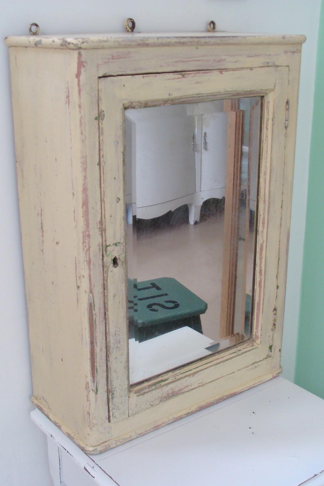 Mueble de colgar botiqu n antiguo deco marce tienda for Mueble botiquin